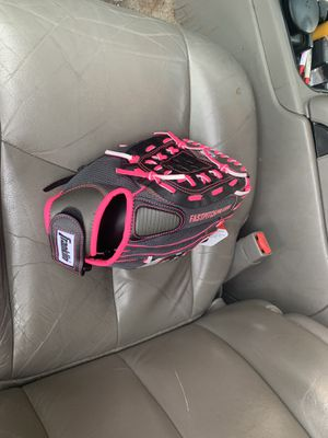 "11"" softball glove for Sale in Hughson, CA"
