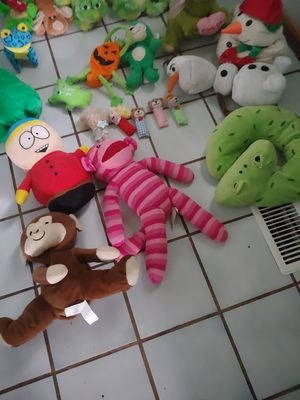 65 stuffed animals for Sale in Romeoville, IL