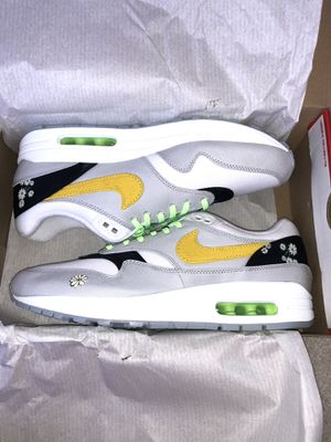 Nike Air Max 1 Daisy (SIZE 9 BRAND NEW) for Sale in Shelby Charter Township, MI