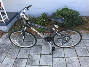 Schwinn Avenue 21 Speed Bike for Sale in Orlando, FL