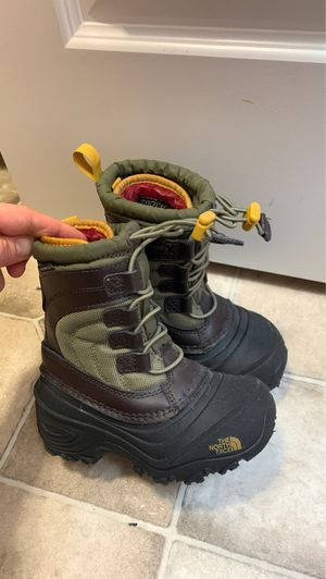 The North Face toddler snow/rain boots size 10 $35 for Sale in Auburn, WA