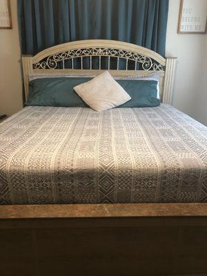 King size bedroom set for Sale in Progreso Lakes, TX