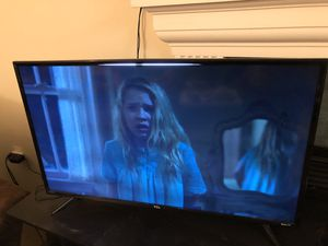TCL ROKU SMART TV 40 inches for Sale in Herndon, VA