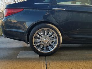 CHROME RIMS & TIRES for Sale in Cleveland, OH