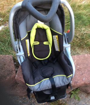 Baby trend infant car seat w/. Easy connect base. Price. 15$. Pick. Up. E. 72nd. Tacoma for Sale in Tacoma, WA