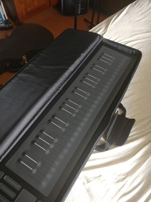 ROLI Seaboard rise 49, like new with case, will consider trades and Best offers. Trying to move fast. for Sale in Fort Worth, TX