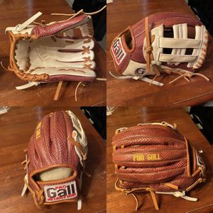 Baseball Glove for Sale in Thousand Palms, CA