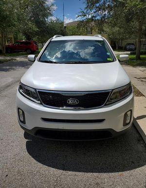 KIA Sorento 2014 Blanco título limpio por $8000 for Sale in Kissimmee, FL