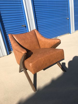 Brand new mid century style large club chair. Retails for over $500. Please look at all pictures for Sale in Fowler, CA