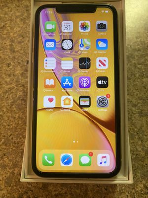 iPhone XR factory unlocked like NEW for Sale in Apopka, FL