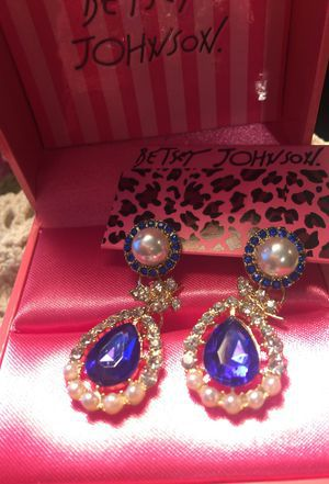 Designer Betsey Johnson dangle retro style gemstone pierced earrings blue and pearl non tarnish name brand for Sale in Northfield, OH