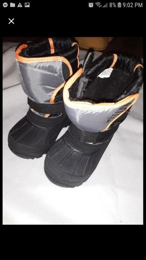Size 7 toddler snow boots for Sale in Watseka, IL