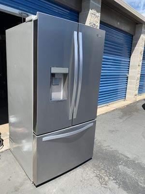 WHIRLPOOL REFRIGERATOR FAMILY SIZE 32cu for Sale in Stockton, CA