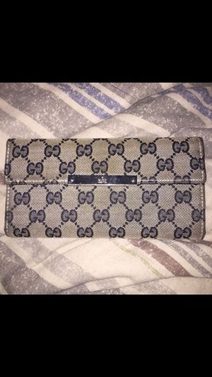 Gucci wallet 100% authentic for Sale in Manchester, CT