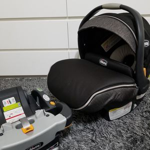 Chicco Infant Carseat And Car Base for Sale in Dallas, TX