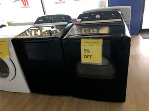 Whirlpool black washer and dryer set for Sale in Woodbridge, VA