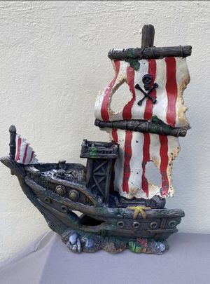 Fish tank shipwreck decoration for Sale in Miami, FL