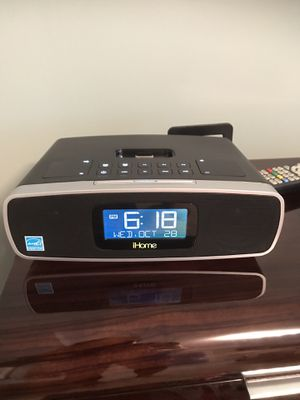 iHome alarm click with charging dock. for Sale in Fort Lauderdale, FL