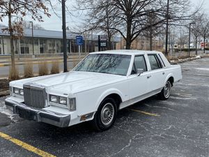 1985 Lincoln town car extra clean rare brand new tires for Sale in Northbrook, IL