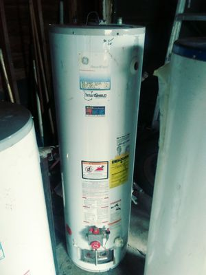 Good 40 gallon hot water heater for Sale in Detroit, MI