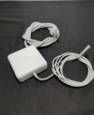 Genuine Apple 85W White MagSafe Power Adapter Model A1290 (used). Condition is Used. Comes with 6' power cord. for Sale in Las Vegas, NV