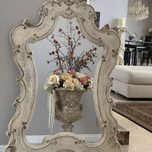 """49""""x31"""" absolutely gorgeous antique looking , Italian design. In prefect condition for Sale in Laguna Niguel, CA"""
