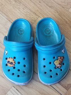 Crocs Size 6-7 for Sale in Edmonds, WA