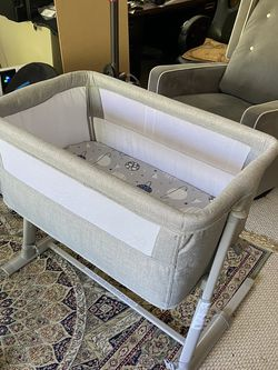 Baby Bassinet - RONBEI for Sale in Glendale,  CA