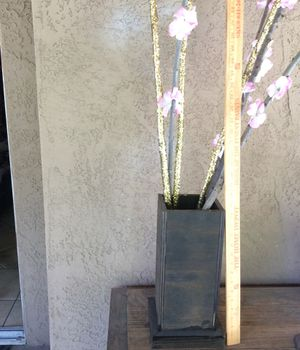 Large size wood box vase with flowers great for decoration or any use very nice $7 for Sale in Modesto, CA