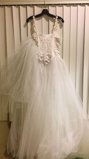 Wedding 👰🏻 dress for Sale in Lindsay, CA
