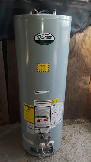 Water heater de gas natural 40 galones for Sale in Bakersfield, CA