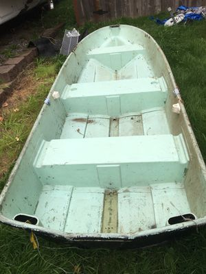 FREE 12 ft Fishing Boat (Pending Pick Up 7 pm today) for Sale in Buckley, WA