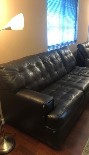 Two piece large sectional couch. for Sale in Vallejo, CA