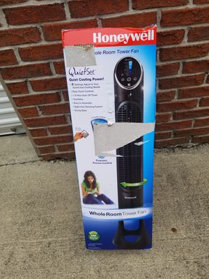 Honeywell whole room tower fan for Sale in Columbus, OH