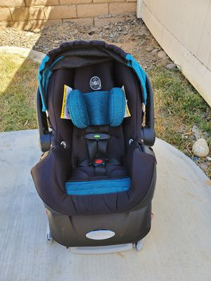 Evenflo infant car seat for Sale in Perris, CA