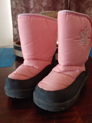 Kids Snow Boots size 9 for Sale in Phoenix, AZ