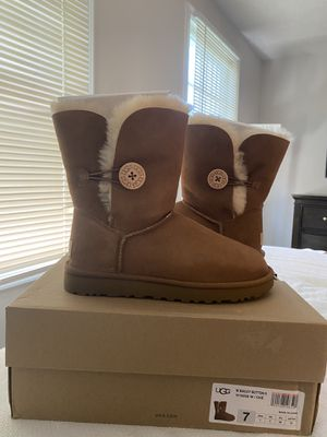 UGG BAILEY BUTTON II BOOT for Sale in Lorton, VA