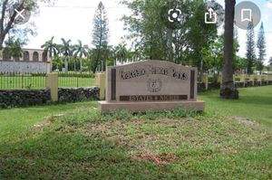 Double Mausoleum with 1 inscription, 1 Bronze Flower vase and 1 open and close included (read description) for Sale in Miami, FL