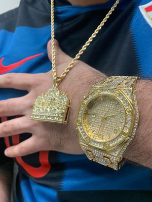 Chain pendant watch and free ring for Sale in Miami, FL