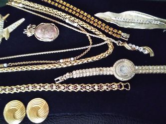 Variety Lot Of Goldtone Jewelry for Sale in Tampa,  FL