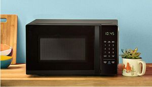 AmazonBasics Microwave, Small, 0.7 Cu. Ft, 700W, Works with Alexa for Sale in Brooklyn, NY