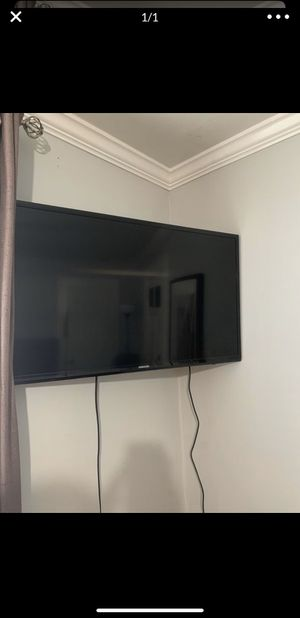 Samsung tv 32 inch for Sale in Atlanta, GA