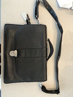 Kenneth Cole leather messenger bag 521395 for Sale in Los Angeles, CA