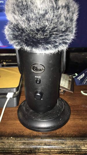 Gaming mic blue yeti for Sale in Toledo, OH