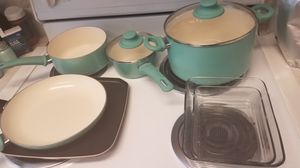 Pots and pans and 2 pyrex dishes for Sale in Mesa, AZ