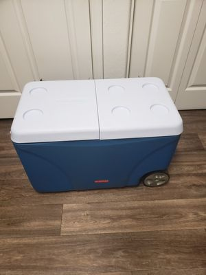 Rubbermaid Rolling cooler for Sale in Tempe, AZ