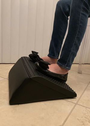 NEW HON HVL991.T Anti Slip Cushion Padded Foot Rest 16x14x5.5 Inch Tall Comfortably at work Wedge Shape Footrest MSRP $85 for Sale in Covina, CA
