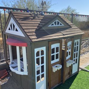 Playhouse Cedar Costco Brand Approx 1 Year Old for Sale in Phoenix, AZ