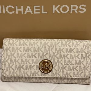 New Authentic Michael KORS Wallet for Sale in Lakewood, CA