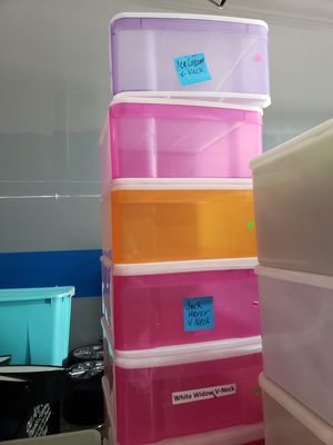 23 Plastic Pull out Drawers for Sale in Miami, FL
